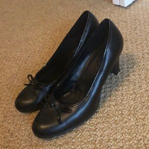 Black small heal shoe w/bow worn only a few times
